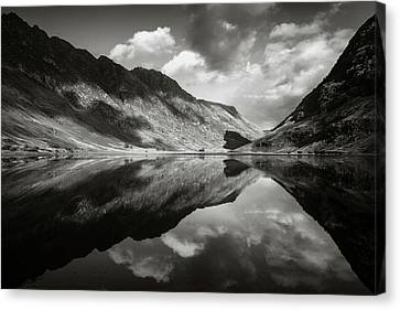 Loch Achtriochtan Canvas Print by Dave Bowman