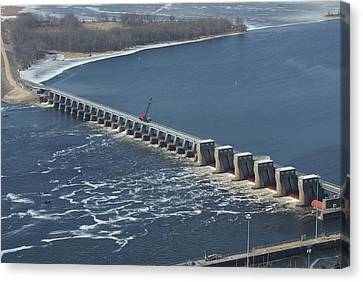 Lock And Dam 4 Canvas Print by Ron Read