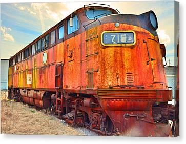 Locomotive 715 Canvas Print by Lisa Wooten