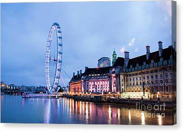 London Eye At Night Canvas Print by Donald Davis