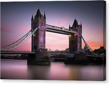 London, Tower Bridge Sunset Canvas Print by Ivo Kerssemakers