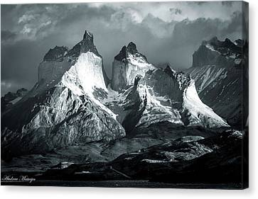 Los Cuernos In Black And White Canvas Print by Andrew Matwijec