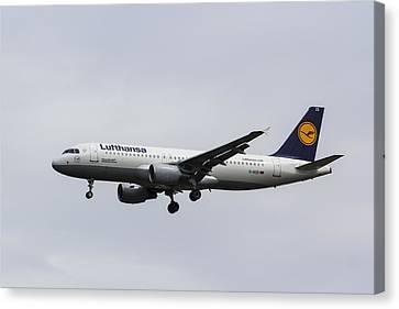 Lufthansa Airbus A320 Canvas Print by David Pyatt