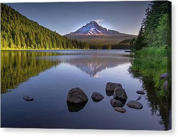 M T Hood Sunrise At Lake Trillium Canvas Print