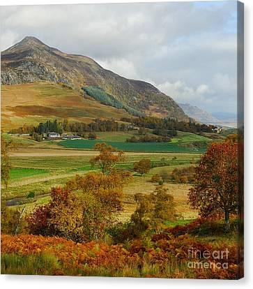 Macpherson Autumn - The Clan Macphersons Seat  Canvas Print by John Kelly