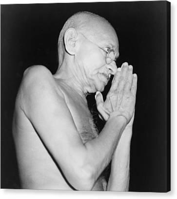 Mahatma Gandhi 1869-1948 In 1946 Canvas Print by Everett