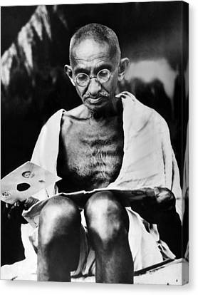 Mahatma Gandhi Prepares For A Hunger Canvas Print by Everett