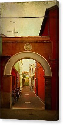 Malamocco Arch No1 Canvas Print by Anne Kotan