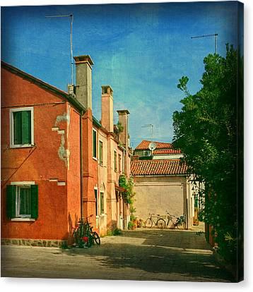 Malamocco Corner No1 Canvas Print by Anne Kotan