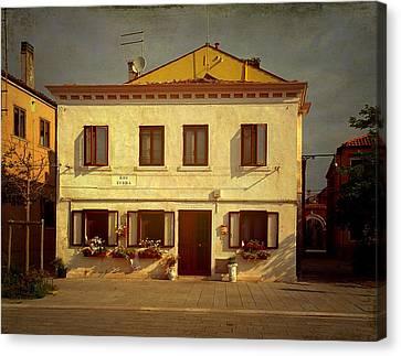 Malamocco House No1 Canvas Print by Anne Kotan