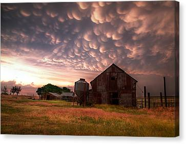 Barn Storm Canvas Print - Mammatus Kansas by Thomas Zimmerman