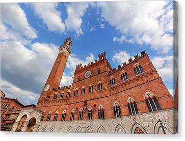 Mangia Tower, Italian Torre Del Mangia In Siena, Italy - Tuscany Region Canvas Print
