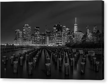 Manhattan And The Brooklyn Pileons In Black And White Canvas Print by Andres Leon