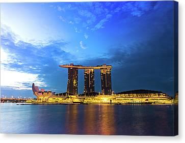 Marina Bay Sands In Sunrise Canvas Print