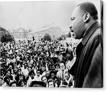Martin Luther King Addresses Selma Canvas Print by Everett