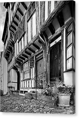Medieval British Architecture - Dick Turpin's Cottage Thaxted In Black And White Canvas Print