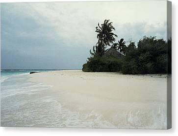Meedhupparu Beach Canvas Print