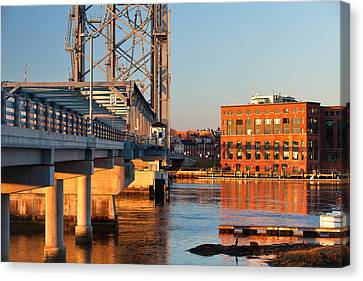 Memorial Bridge At Sunrise Canvas Print by Eric Gendron