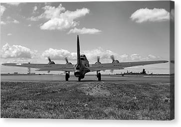 Memphis Belle Bw Canvas Print by Peter Chilelli