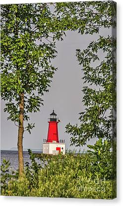 Canvas Print featuring the photograph Menominee Pierhead Lighthouse by Sue Smith