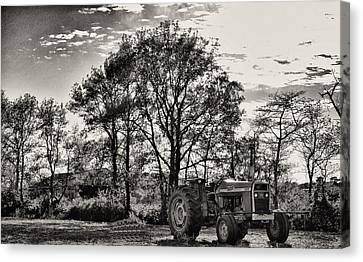 Mf 285 Tractor Canvas Print by Kelly Reber