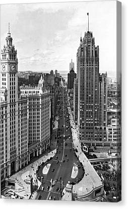 Michigan Avenue In Chicago Canvas Print by Underwood Archives