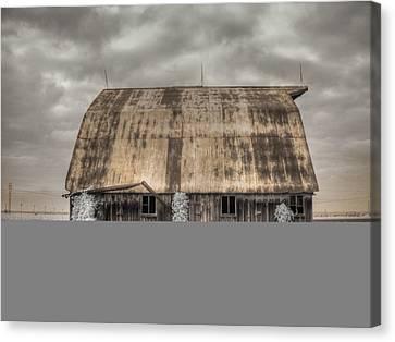 Midwestern Barn Canvas Print by Jane Linders