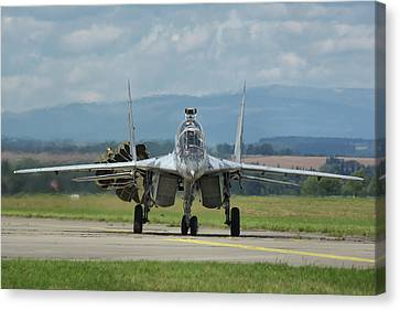 Mikoyan-gurevich Mig-29ubs Canvas Print by Tim Beach