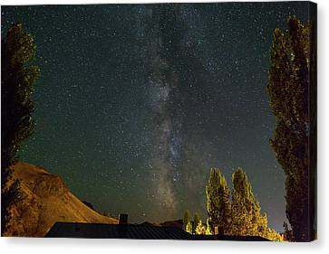 Canvas Print - Milky Way Over Farmland In Central Oregon by David Gn