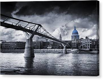 Millennium Bridge Canvas Print by Simon Kayne