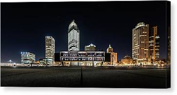 Canvas Print featuring the photograph Milwaukee County War Memorial Center by Randy Scherkenbach
