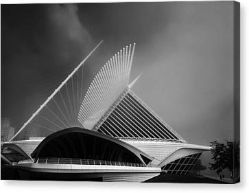 Milwaukee Museum Of Art Milwaukee Wisconsin Black White 2 Canvas Print