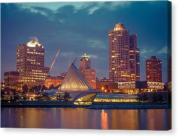 Milwaukee Skyline At Dark Canvas Print
