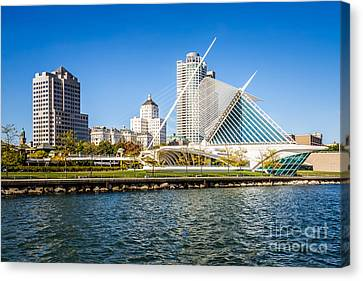 Milwaukee Skyline Photo With Milwaukee Art Museum Canvas Print by Paul Velgos
