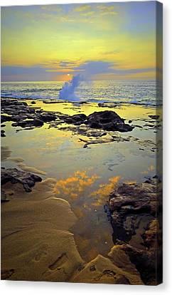Canvas Print featuring the photograph Mololkai Splash by Tara Turner