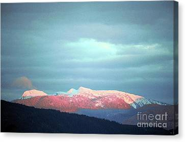 Monashee Sunset Canvas Print by Victor K