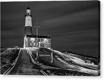 Canvas Print featuring the photograph Montauk Point Lighthouse Bw by Susan Candelario