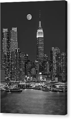 Moonrise Along The Empire State Building Bw  Canvas Print