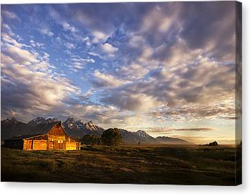 Morning Light At The Barn Canvas Print by Andrew Soundarajan