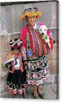 Mother Child  And Lamb Cuzco Canvas Print by Alan Lenk