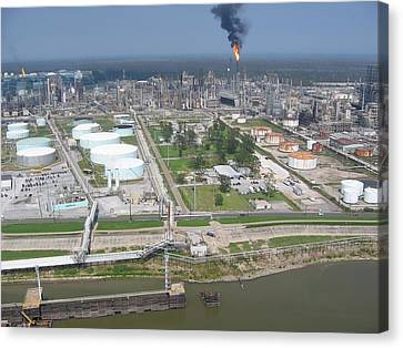 Motiva Petroleum Refinery Is Located Canvas Print by Everett