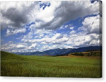 Mountainfarm Canvas Print by Mark Smith