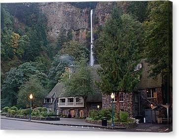 Multnomah Falls Lodge Morning Canvas Print