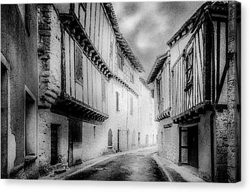 Narrow Alley Canvas Print by Celso Bressan