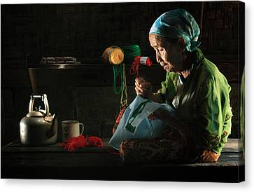 Nenek Canvas Print by Andre Arment