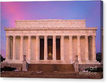 New Day At The Lincoln Memorial Canvas Print