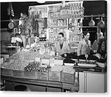 New York - Italian Grocer In The First Canvas Print by Everett