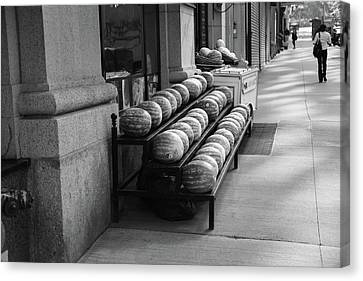 New York City Market Bw Canvas Print by Frank Romeo