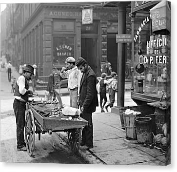 New York Clam Seller In Mulberry Bend 1900 Canvas Print