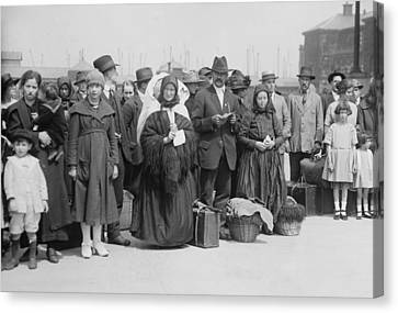 Newly Arrived European Immigrants Canvas Print by Everett